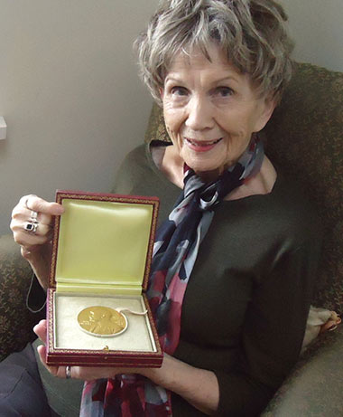 alice-munro-with-nobel-medal.jpg